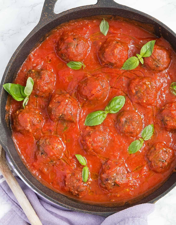 Qofte me mish të grirë në salcë domatesh