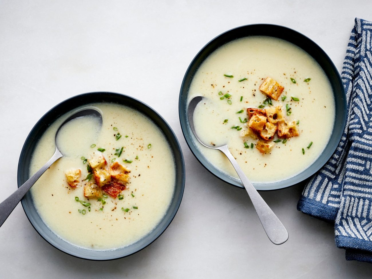 Supë krem me lulelakër dhe pana