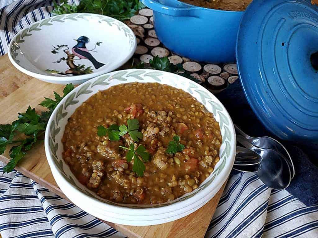 Supë me thjerrëza dhe salçiçe