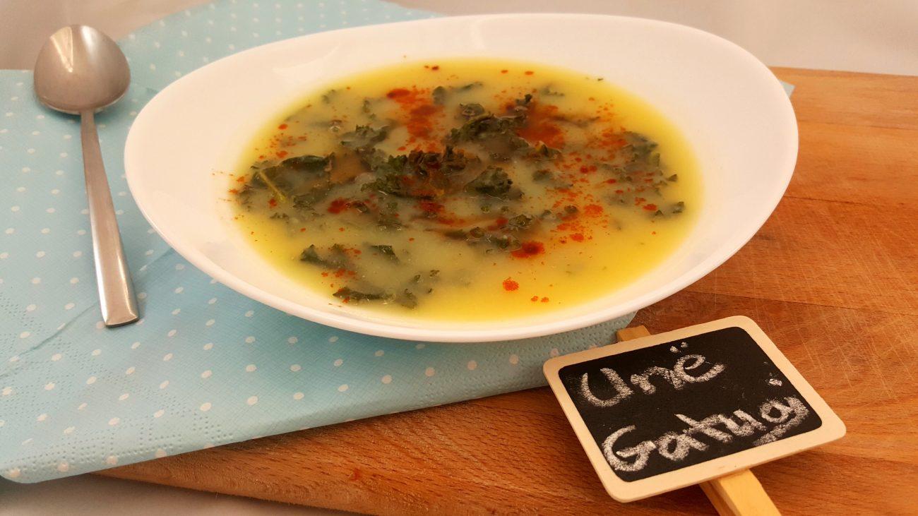 Supë me patate dhe lakër jeshile (kale)