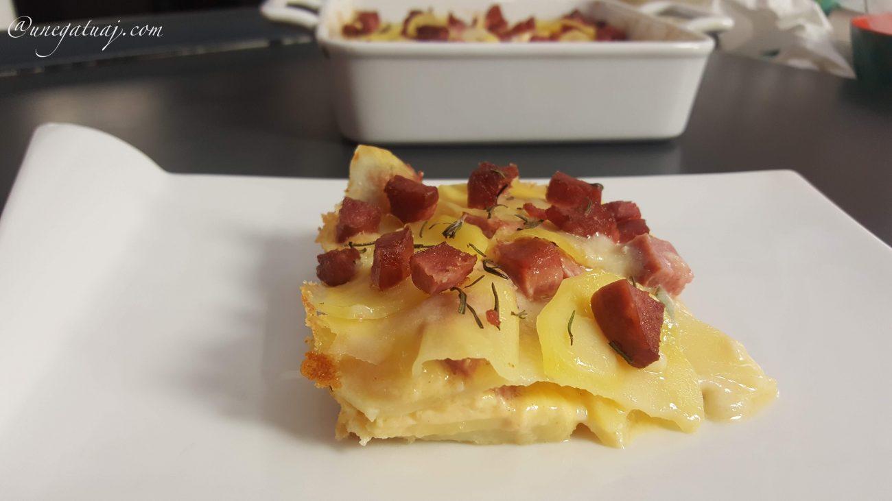 Tavë me patate dhe sallam