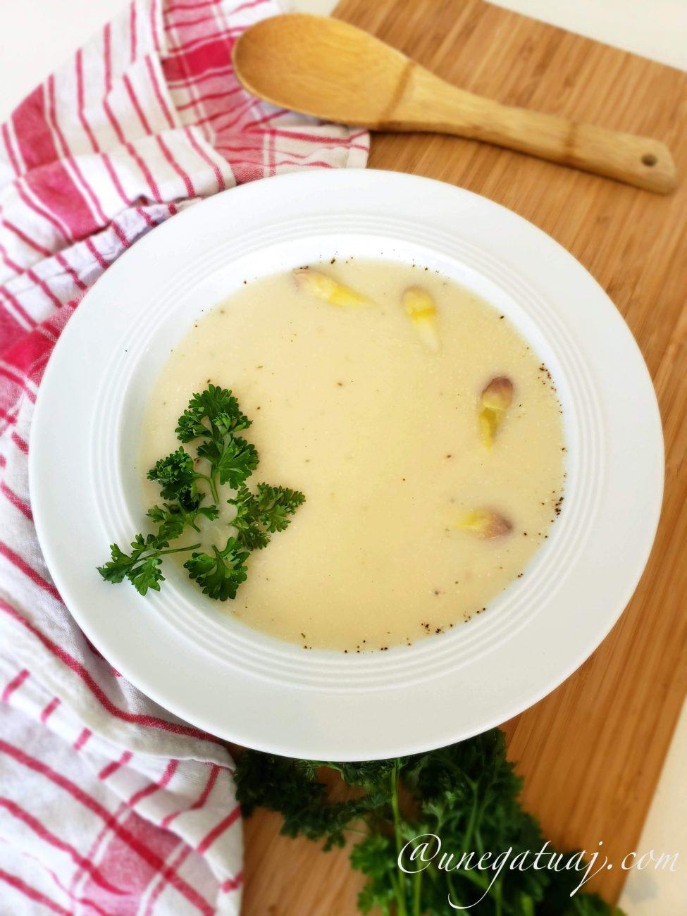 Supë krem me shparguj të bardhë